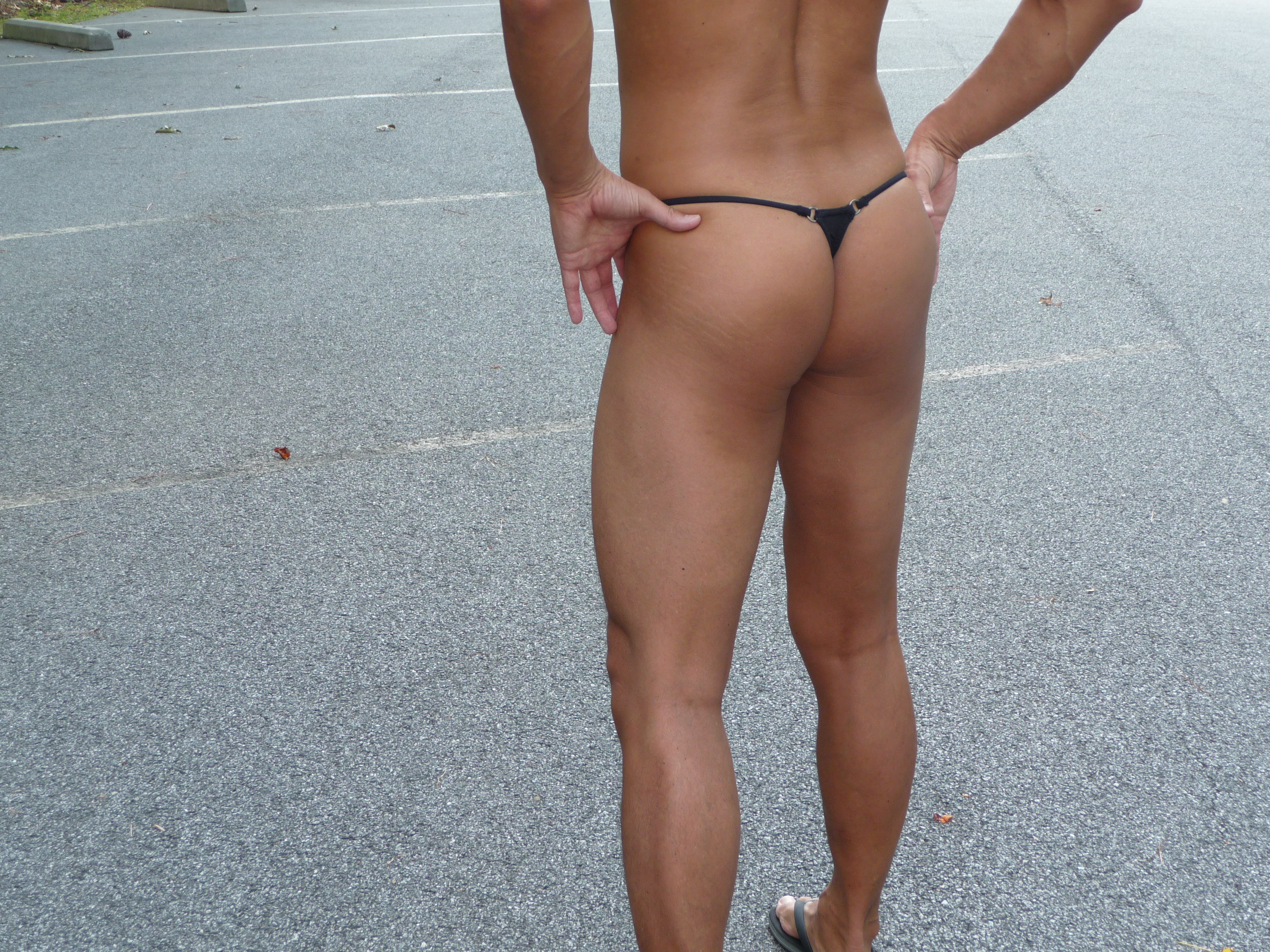 Dore Low Cut Thong with triangle back and mini-rings